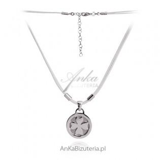 Naszyjnik srebrny Koniczynka na białym sznureczku.