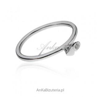 Pierścionek srebrny z cyrkoniamii