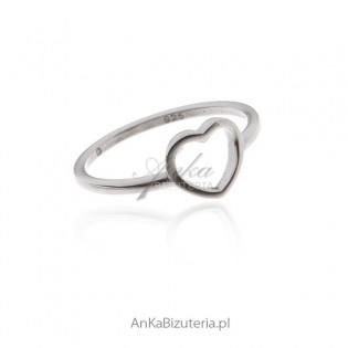 Pierścionek srebrny serduszko