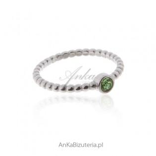 Pierścionek srebrny z zieloną cyrkonią