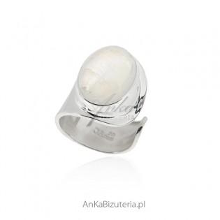 Pierścionek srebrny z kamieniem księżycowym - duży UNIWERSALNY