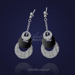 Biżuteria srebrna: Kolczyki kółeczka na łańcuszku z agatem.