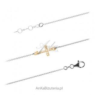 Bransoletka srebrna z krzyżykiem pozłącanym i cyrkoniami