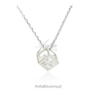 Naszyjnik srebrny kosteczka z diamentową cyrkonią