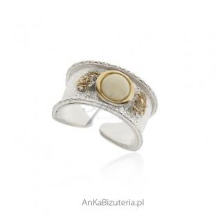Pierścionek srebrny z białym bursztynem pozłacany - Biżuteria artystyczna