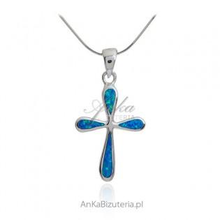 Krzyżyk srebrny z niebieskim opalem australijskim