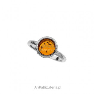 Srebrny pierścionek z bursztynem satynowany