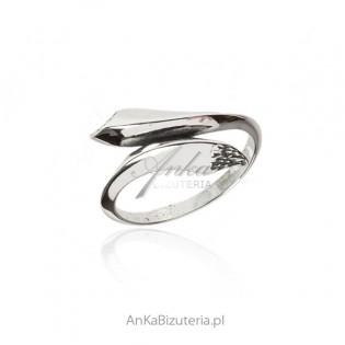 Pierścionek srebrny oksydowany KIEŁ