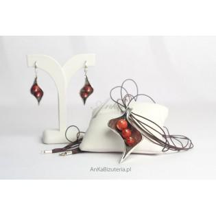 Srebrna Biżuteria-Komplet z czerwonym z koralem listek