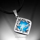 Silver intriguing pendant with turquoise