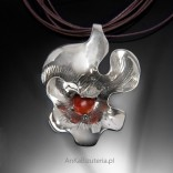 Silver pendant with Coral flower.