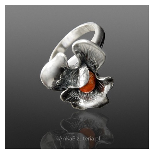 Srebrna Biżuteria-Pierścionek Srebrny z koralem KWIAT