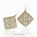 Hand-made earrings with matte gold frywolitki