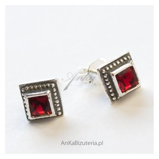 Biżuteria dla kobiet - Kolczyki srebrne z granatami