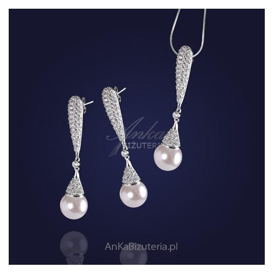 Komplet kolczyki i zawieszka z perłami i cyrkoniami.