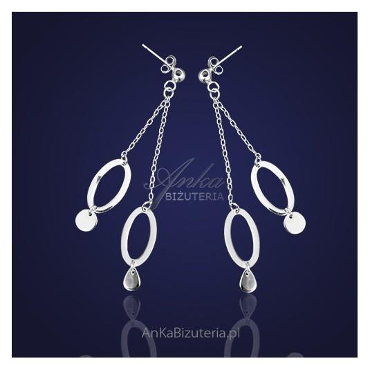 Kolczyki srebrne kółeczka na dwóch łańcuszkach.