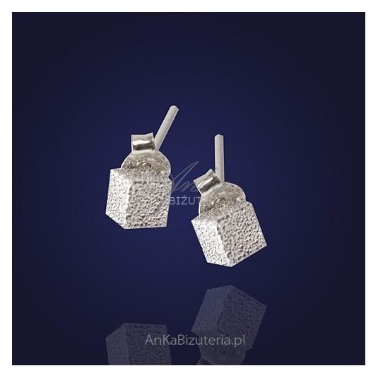 Absolutnie śliczne kolczyki -srebrna kosteczka.