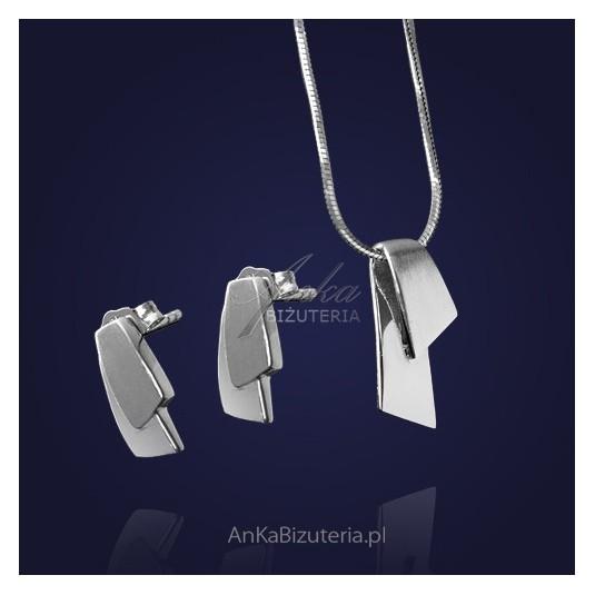 Piękny komplet srebrny: kolczyki i wisiorek