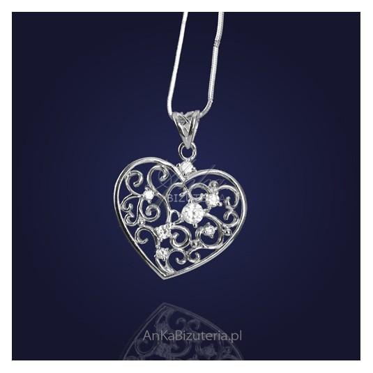 Srebrna biżuteria: Wisior srebrny Serce w kwiecistych cyrkoniach.