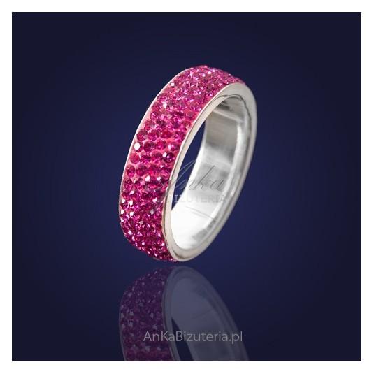 Obrączka srebrna-różowa z kryształkami Swarovskiego.
