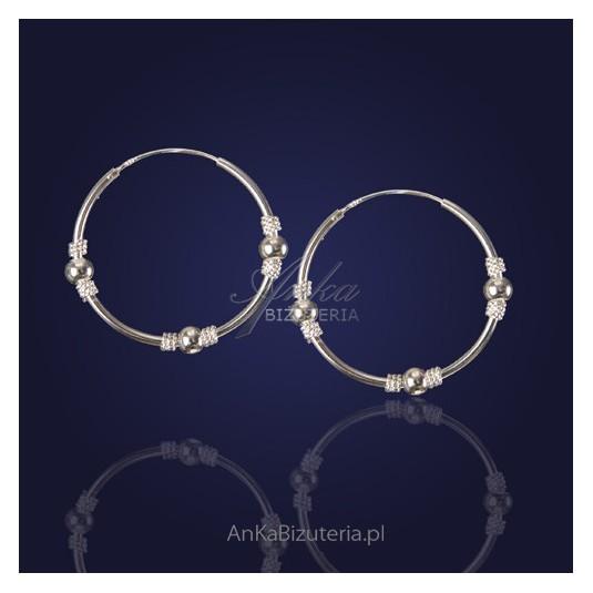 Srebrna biżuteria - zawsze modne i na czasie Kolczyki koła.