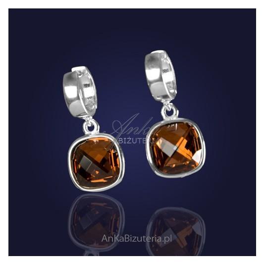 Swarovski-biżuteria-Kolczyki z kryształem Swarovski w kolorze ciemnorudym.