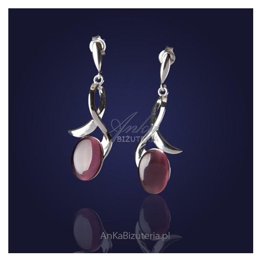 Eleganckie srebrne rodowane kolczyki z fioletowym uleksitem.