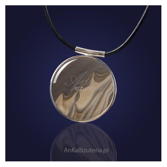 Niezwykła biżuteria -  srebrny wisior z krzemieniem pasiastym.