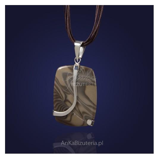 Niezwykła biżuteria-srebrny wisior z krzemieniem pasiastym.