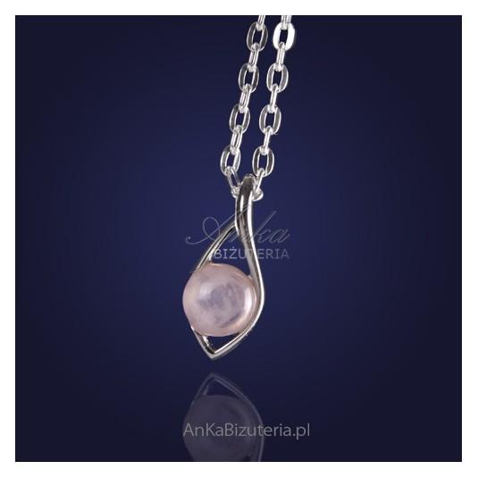 Biżuteria srebrna: Modny wisiorek srebrny z różowym kwarcem.
