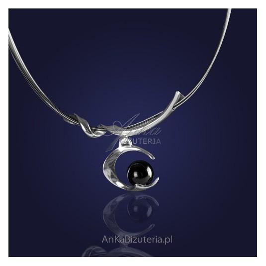 Srebrna Biżuteria: Naszyjnik srebrny rodowany z  onyksem.