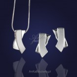 A set of silver jewelry. The essence of femininity and good taste.