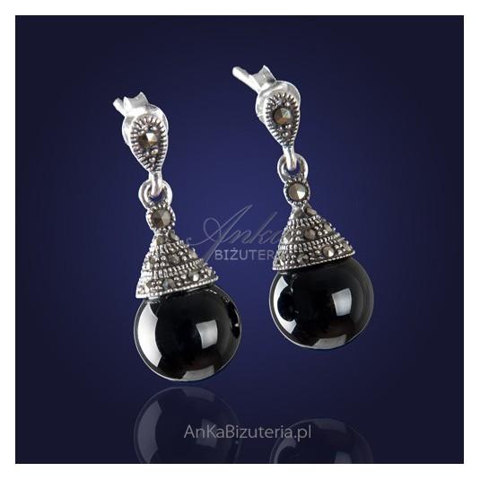 """srebrna biżuteria """"Pożadane i kochane""""-ponadczasowe, eleganckie kolczyki onyksem i markazytami."""