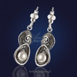 "Jewelry: ""Pearls in shells"" - silver earrings with natural pearls."