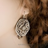 An unusual set of soutache and striped flint in shades of brown, beige and gray.