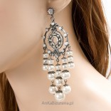 Hypnosis refined elegant pearl earrings and Lewanowicz crystals